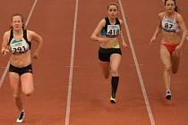Přes dvě stě mládežníků pěti krajů České republiky se sjelo do atletické haly na Střelnici.