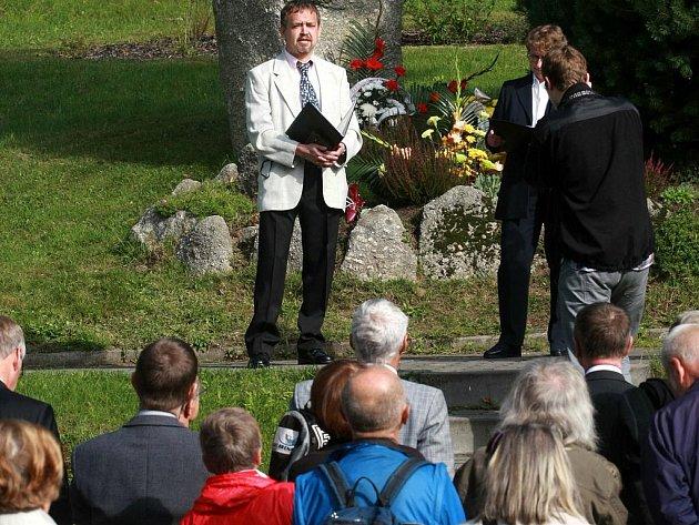 V úterý 21. září vzpoměli v Josefově Dole sto padesát let výročí narození významného rodáka Gustava Leutelta.