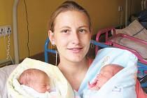 Hana Náprstková s dvojčátky Johankou a Jonášem