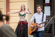 Autorská kapela Ejchu s tanečním doprovodem vystoupila 21. června v rámci Svátku hudby před městskou knihovnou v Jablonci nad Nisou. Dále v ulicích města zahráli například Zura, Funky Beasts nebo Manu Destra.