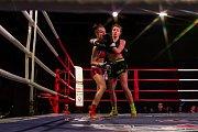 Galavečer bojových sportů, Iron Night Fight 3, proběhl 22. února v městské hale v Jablonci nad Nisou. Na snímku je Tereza Netušilová (vlevo) a Viktorie Bulínová v kategorii K1 do 53,5 kilogramů.