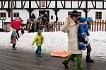 V jabloneckých Rýnovicích se konal masopustní rej. Užily si ho především děti, pro které byly připraveny různé soutěže.
