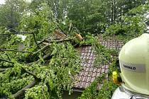 Rozpůlená střecha rodinného domu.