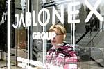 Největší zaměstnavatel v Jablonci, JABLONEX GROUP propustil 30. září na dvě stovky zaměstnanců. Další budou následovat.