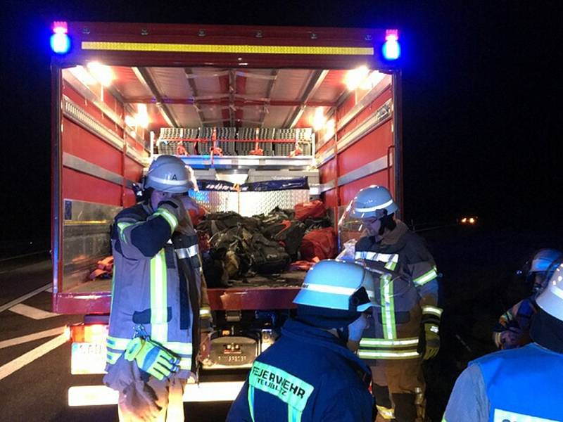 Na bavorské dálnici shořel v neděli večer český autobus jabloneckého dopravce. Žádnému z 24 turistů vracejících se lyžování v Alpách se nic nestalo.