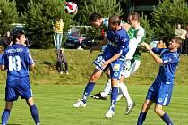 KREJČÍ SKÓRUJE. Ve 45. minutě zápasu po rohu Baranka vyskočil nejvýše jablonecký obránce Jiří Krejčí a dal druhou branku.