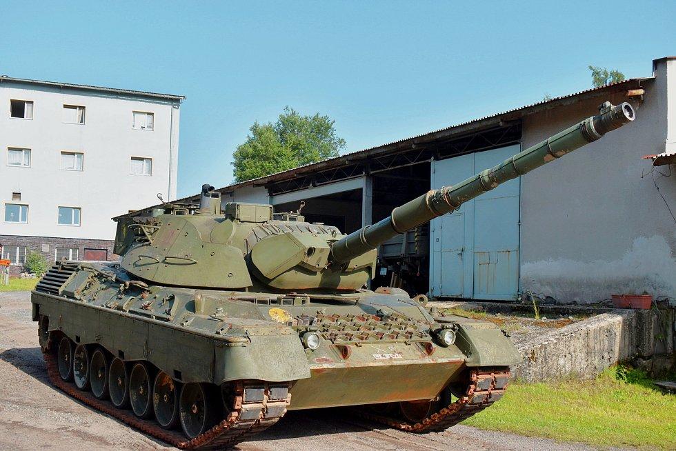 Nadšenci sdružení v Muzeu obrněné techniky dovezli do svého areálu tank Leopard 1 A5.