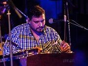 Putovní hudební festival Slet bubeníků 2018 s podtitulem Sto let slet proběhl 11.  října ve Smržovce na Jablonecku. Na snímku je Petr Gablas.