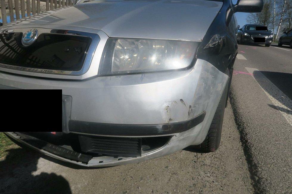 Následky nehody na havarovaném autě.