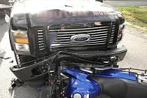 Vážnou dopravní nehodu způsobil řidič osobního automobilu svoji nepozorností. K nehodě s těžkým zraněním došlo v pondělí 17. srpna v 7.40 hodin na Smržovce.
