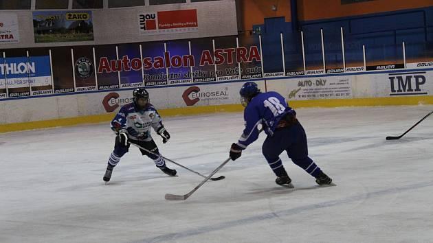 Bez jediné prohry se dorostenci HC Vlci Jablonec usadili na vrcholu tabulky ligy dorostu.