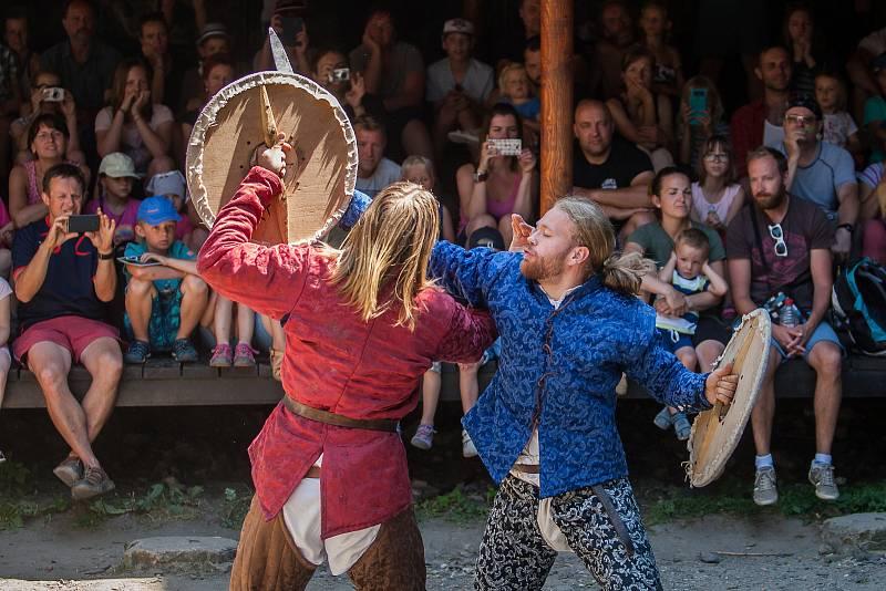 Cyrilometodějské slavnosti  na hradě Trosky v Českém ráji. Akce se uskutečnila v rámci programu Léto na Troskách a na návštěvníky čekala například ukázka šermu, pohanské tance, kejklíř nebo středověký jarmark.