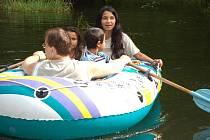 Jednou z nejoblíbenějších činností byla jízda na člunu. Většona romských dětí totiž jízdu na člunu absolvovala poprvé.