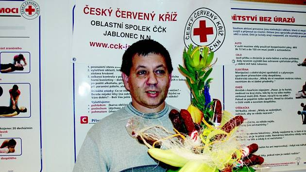 OSLAVENEC. Tento týden Miroslav Gorčík oslavil už několikátou plnoletost. Po velkém přemlouvání prozradil, že  jsou v čísle dvě čtyřky. Z pugétu proloženého klobásami zbyly pouze květiny.
