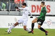 Utkání 14. kola HET ligy mezi MFK Karviná vs. FK Jablonec hrané 19. listopadu 2017 v Karviné. (vlevo) Ramirez Matheus Eric Kleybel a Pernica Luděk.