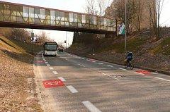 Během šesti let by měly být v Jablonci nad Nisou v ulici Palackého vybudované takzvané cyklopruhy. Na silnici budou vyznačeny pomocí vodorovného značení či piktogramů.