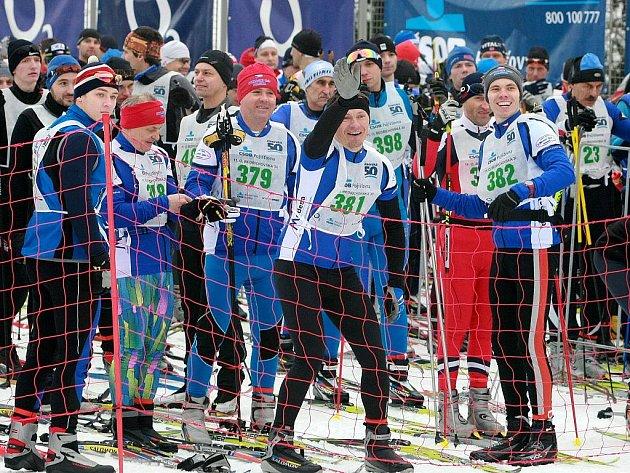 První startovní výstřel letošní Jizerské 50 v Bedřichově odstartoval v pátek jednu hodinu po poledni závod na 30 km, nazvaný Bedřichovská 30.