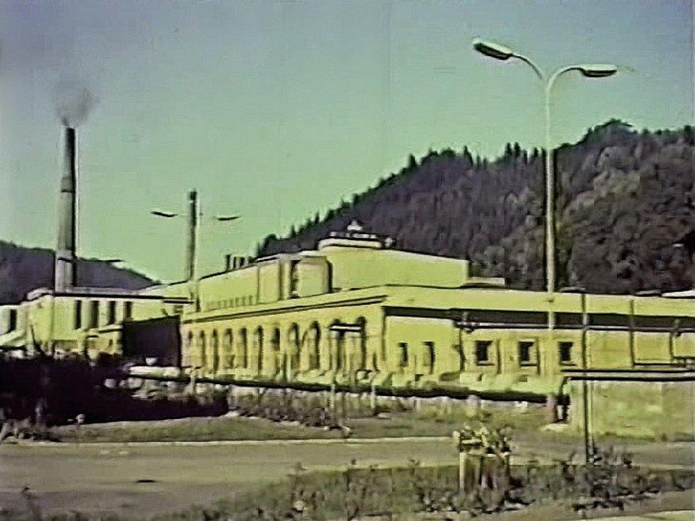 Pohled na areál Železnobrodského skla šedesátých let minulého století.