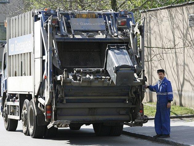 Odvoz komunálního odpadu. Ilustrační snímek