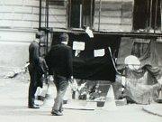 Pietní místo na liberecké náměstí, kde padli po výstřelech lidé.
