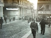 Dnešní Mírové náměstí v Jablonci na dobové fotografii ze srpna 1968.