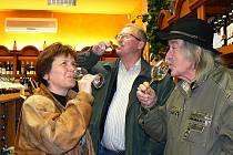 Svatomartinské víno otevřeli 11. 11. v 11 hodin 11 minut také v jabloneckém Domě Vína.