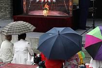 V rámci čtvrtečních představení jabloneckého kulturního léta se představil se svým dřevěným cirkusem soubor Karromato.