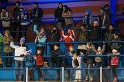 Zápas 40. kola 2. ligy ledního hokeje skupiny Západ se odehrálo 14. února na zimním stadionu v Jablonci nad Nisou. Utkaly se týmy HC Vlci Jablonec nad Nisou a HC Děčín. Na snímku jsou fanoušci Jablonce.