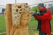 """Jedno z děl, která ze Sympozia Desná 2010 zbyla k prodeji. Na snímku """"Gorgona z rodu Medůzy"""" od Tibora Matúze za 12 000 korun."""