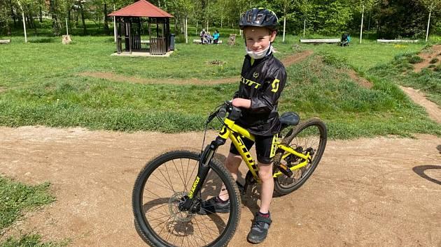 Jedenáctiletý bojovník a sportovec Ondřej Brož z Rokytnice nad Jizerou.