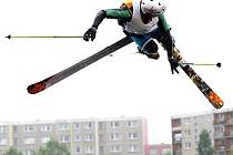 Na přehradě Mšeno v Jablonci nad Nisou soutěžili akrobati ve skoku z rampy do vody v závodu Watermania.