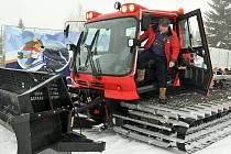 Sněhová rolba, jež připravovala běžecké tratě Mistrovství světa v klasickém lyžování v Liberci – Vesci, nyní brázdí Jizerskou magistrálu. Jizerská o. p. s., jež magistrálu spravuje, ji získala do zápůjčky.