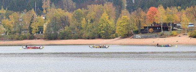 Benefiční závod dračích lodí na podporu rodiny zemřelého Michala Tatarkoviče.