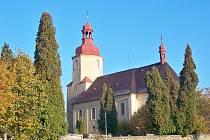 Kostel Nejsvatější Trojice ve Bzí.