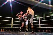 Galavečer bojových sportů, Iron Night Fight 3, proběhl 22. února v městské hale v Jablonci nad Nisou. Na snímku je Martin Sirotek a Roman Hádek (vlevo) v kategorii K1 do 77 kilorgamů.