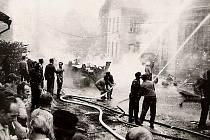 21. srpna 1968 došlo v Desné na Jablonecku k tragédii. Cisterna sovětské armády havarovala do zdi administrativní budovy zdejších skláren. Na místě zemřela babička s vnučkou.