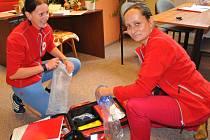 Nikola Hušková a Jana Bartošová, dobrovolnice jabloneckého Českého červeného kříže reagovaly pohotově. Zastavily auto a ležícího muže do příjezdu záchranářů resuscitovaly. Možná právě těch několik minut rozhodlo...
