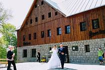 Chata Bramberk se pyšní výhodnou polohou u stejnojmenné a jedné z nejkrásnějších rozhleden Jizerských hor.