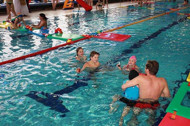 Mikuláš vplavkách vjabloneckém Plaveckém bazénu.