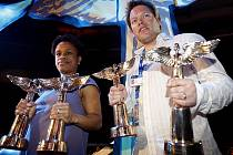 Matěj Ruppert a Tonya Graves ze skupiny Monkey Bussines převzali při slavnostním večeru Anděl 2008 tři ceny.