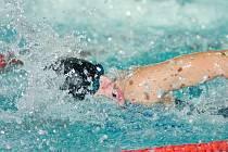 Plavecký závod Mosconi Cup byl ze strany účastníků kladně hodnocen. Konal se o druhím listopadovém víkendu v jabloneckém Městském bazénu. Na snímku v jedné z rozplaveb domácí Tomek.