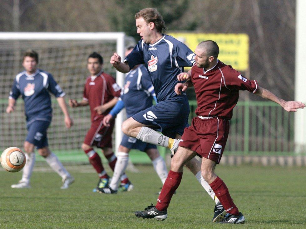 Tanvald doma prohrál s Velkými Hamry B (v modrém) 0:2.