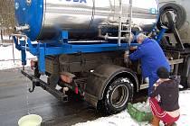 Náhradní zásobování pitnou vodou. Ilustrační snímek.