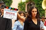 Bollywood dorazil na Sychrov. Natáčí tu indický film Rockstar. Producenti filmu pozvali i jablonecký folklorní soubor Šafrán.