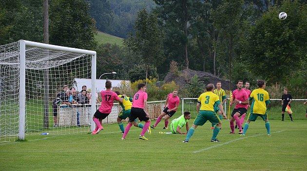 I. A třída: Hejnice -FC Pěnčín 6:3 (4:0). Pěnčín - zelenožluté dresy.