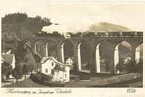 Dominantou Smržovky je železniční viadukt. Byl vystavěn v letech 1893 až 1894 italskými mostními staviteli.