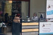 Na Jablonecku se konečně otevřely obchody i zahrádky