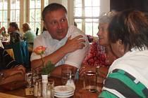 Primátor Petr Beitl mezi seniory