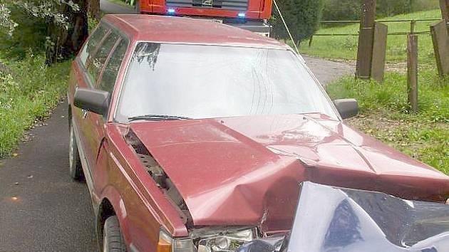 Zničené Subaru Leon.