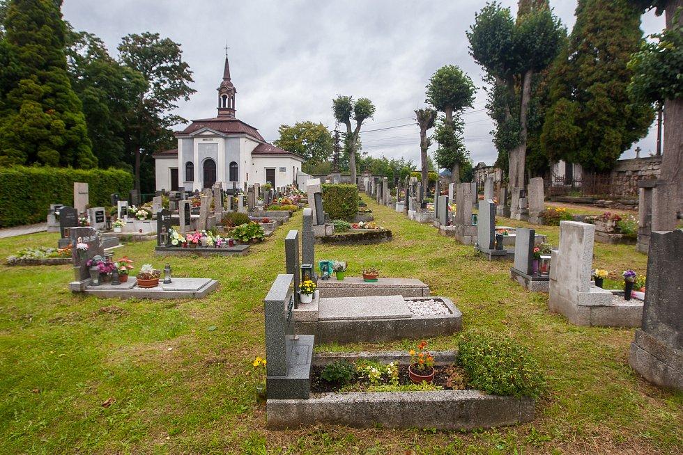 Hřbitov v Tanvaldě na Jablonecku na snímku z 13. září.